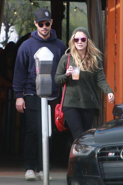 Billie Lourd ja Taylor Lautner