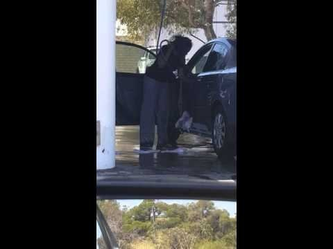 Humoorikas VIDEO: Vaata, nii juhtubki, kui naised autopesula satuvad