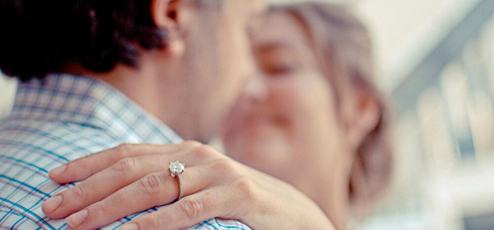Mehed paljastavad, miks nad eelistavad seksida vanema naisega