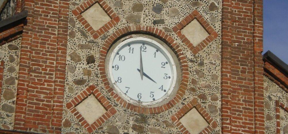 FOTO: Tori kiriku kell hakkas tagurpidi käima