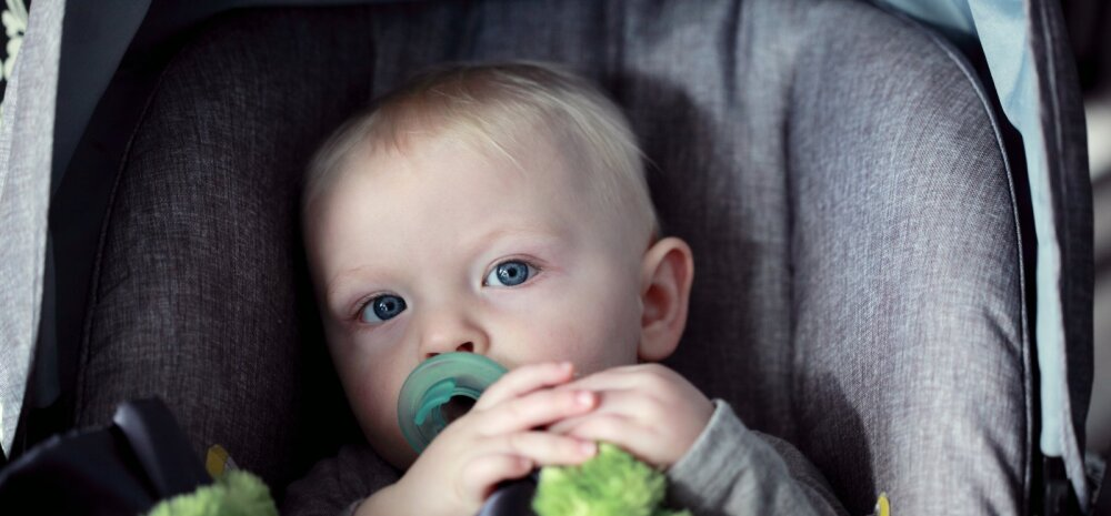 Ema hoiatab: turvahälli külge riputatud nunnu vidin oleks imiku peaaegu tapnud!