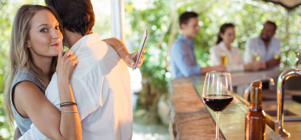 Naisteka lugejad on ühel nõul: kui petad, vaiki kui haud! Kallim ei pea teada saama, et oled talle truudust murdnud!