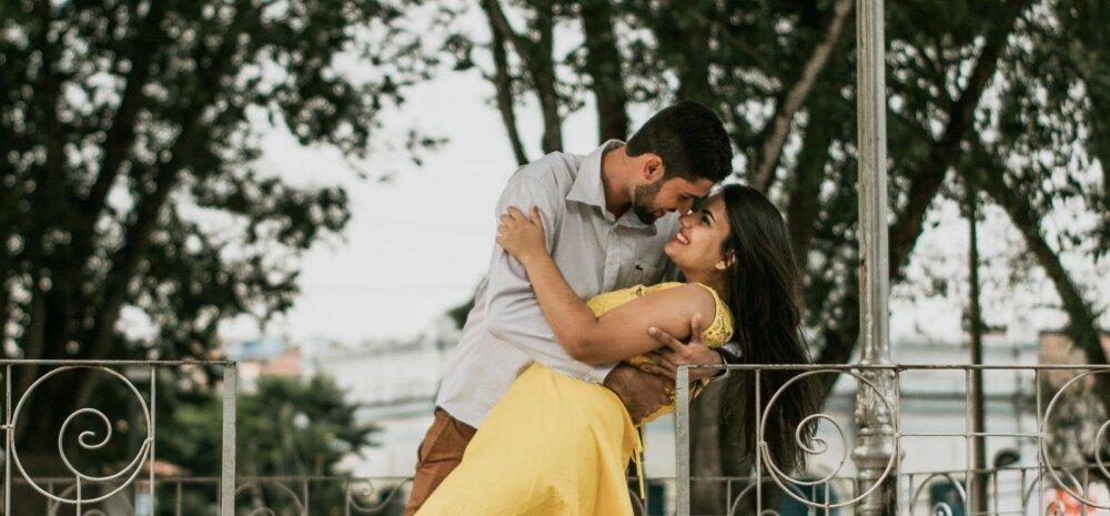 Naisteka suur suhtehoroskoop: milliste tähemärkidega on AMBURIL ja KALJUKITSEL loota romantilisi suhteid?