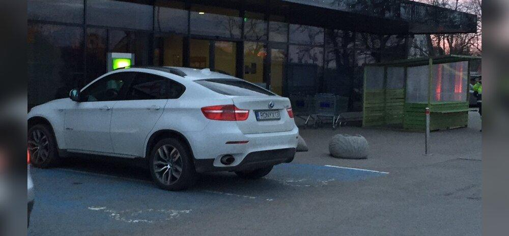 FOTO: BMW linnamaasturiga invaliid hõivas korraga mitu parkimiskohta