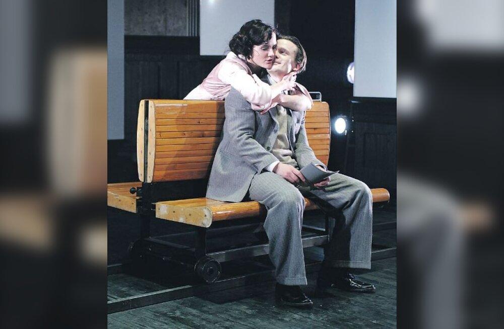 Pronksiööl Linnateatri laval salvestatud lavastus jõuab telesse