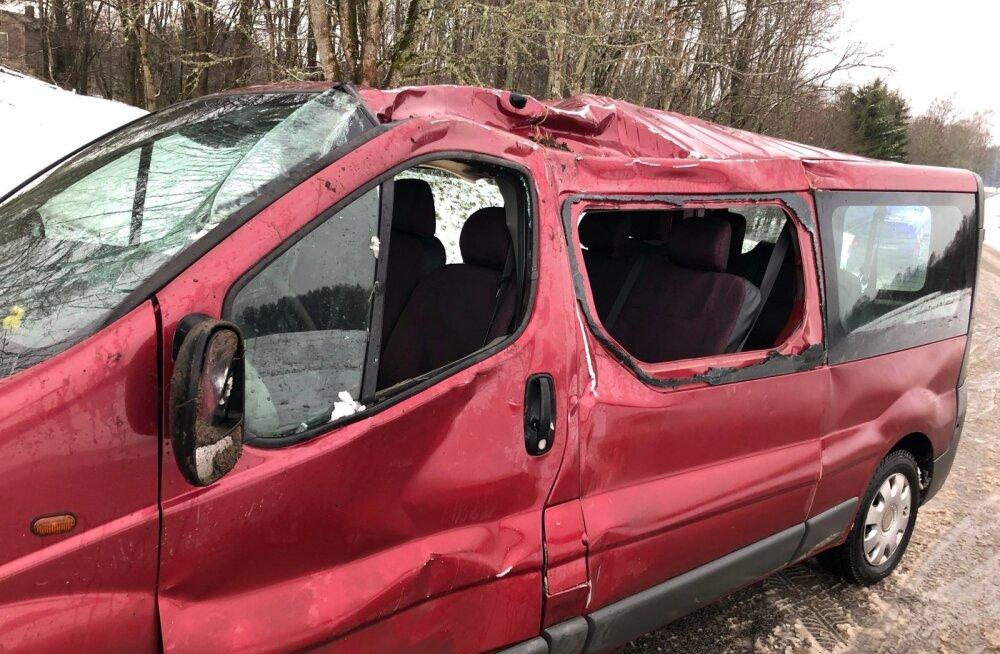 Viljandimaal Kärevere külas sai avariis viga kolm inimest