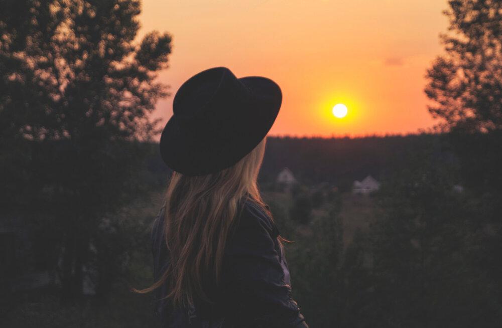 Evelini lugu: ma ei öelnud, et olen lahutatud, täiskasvanud poja ema ja väga üksildane
