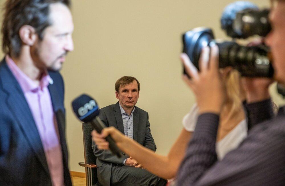 Indrek Saar (vasakul) kutsus eile Eesti Kontserdi nõukogu tagasi. Üks tagasikutsututest oli Margus Pärtlas (keskel).