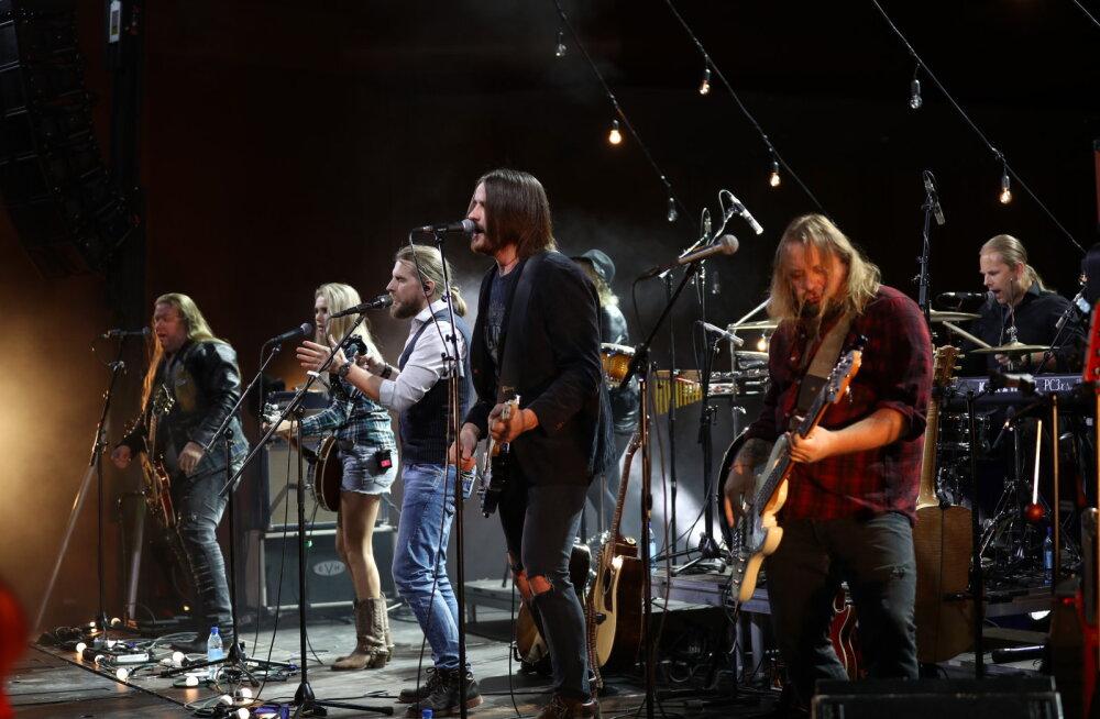 FOTOD   Alexela kontserdimajas toimus ansambel Revalsi meeleolukas plaadiesitlus