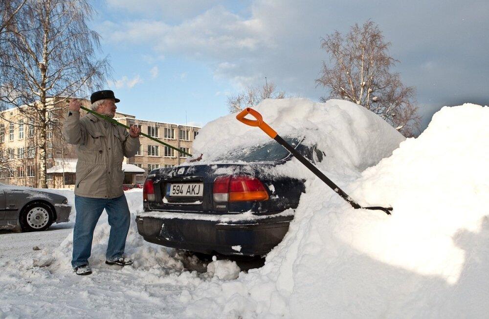 Talvel on lumerookimine väga hea trenn.