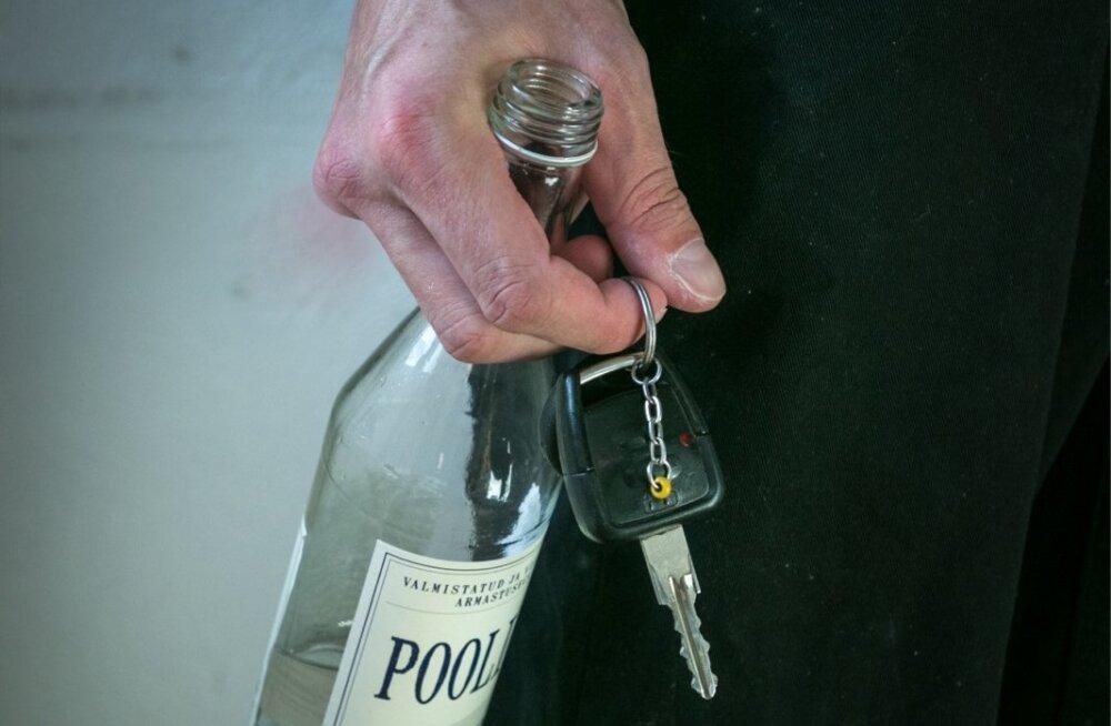 В Юри автомобиль врезался в столб, водитель мог быть пьян