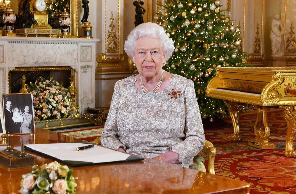 Südantlõhestav põhjus, miks kuninganna Elizabeth II ei võta jõulukaunistusi maha enne veebruarikuud