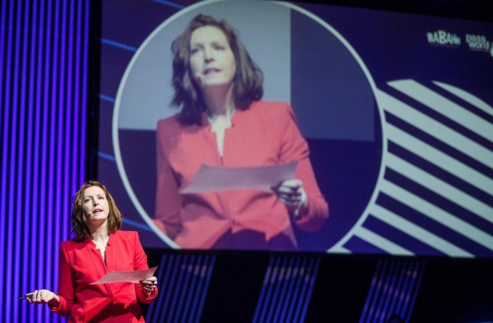 Maria Farrell Passwordil esinemas
