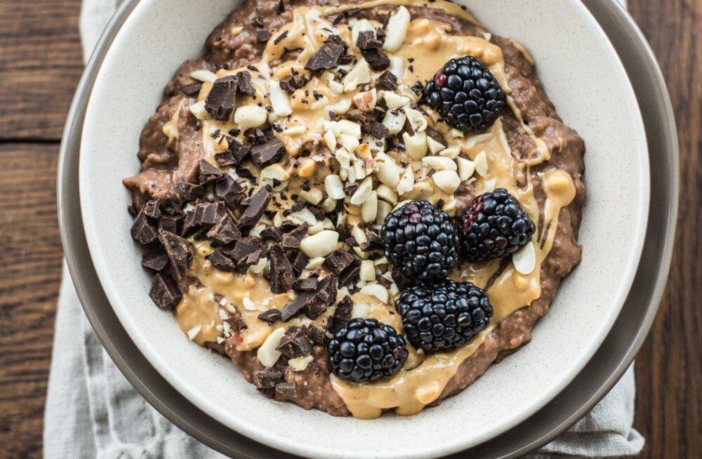 RETSEPT | Nämm! Šokolaadine hirsihelbepuder maapähklivõiga