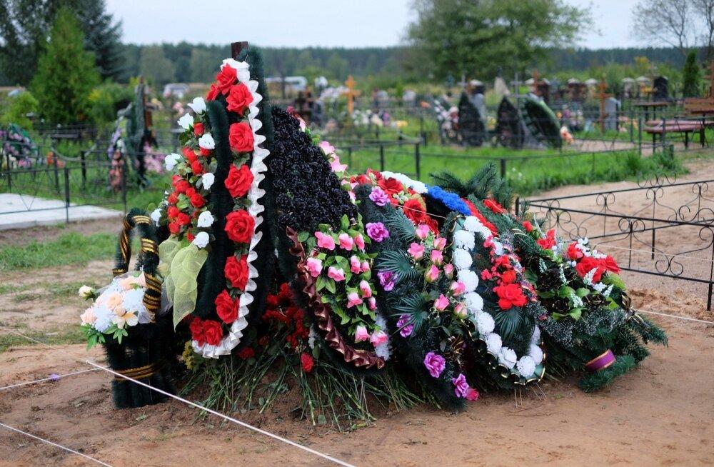 Novaja Gazeta: ilmselt Ukrainas hukkunud dessantväelaste haudadele Pihkvas on ilmunud uhked hauakivid ja on ka uusi haudu