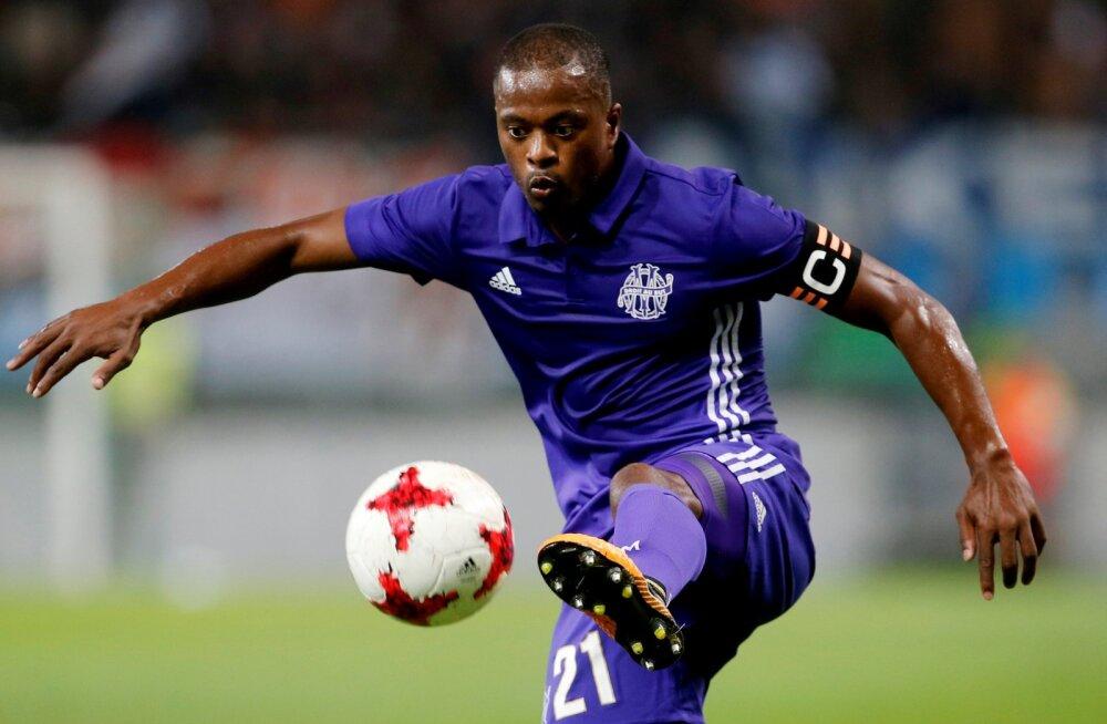Fänni ründamise eest Marseille'ist vallandatud Patrice Evra naaseb Premier League'i