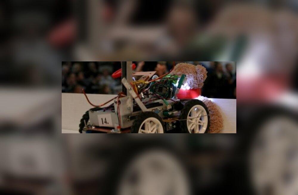 Robotexil astuvad võistlustulle koristusrobotid