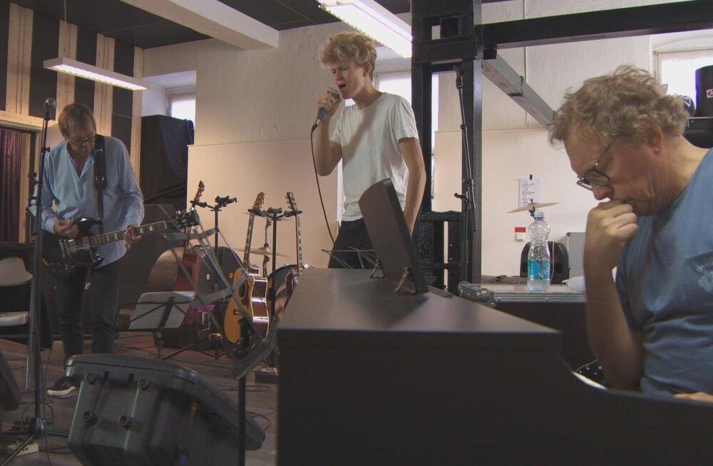 Dokumentaalfilmis on esimest korda võimalik Jaanus Nõgisto (vasakul) ja Rein Rannapi (paremal) kirglikku tööprotsessi kõrvalt vaadata.