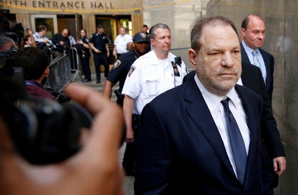 Harvey Weinstein lahkub Manhattanil kohtust. Reporteritega endine produtsent ei rääkinud.