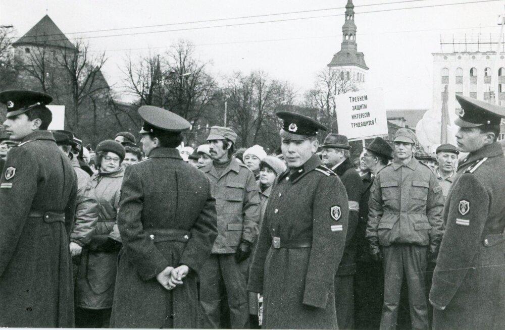Nõukogude armee Vabaduse väljakul, 07.11.1990.