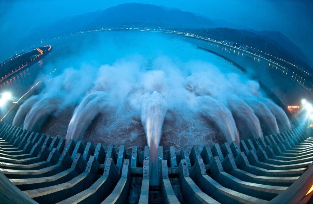 Kolme Kuru tamm, hiiglaslik hüdroenergiaprojekt Jangtse jõel
