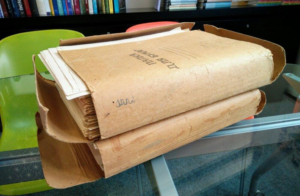 """""""Rusikate"""" originaalkäsikiri koosnes üle 1500 leheküljest ja mahtus kahe mapi vahele."""