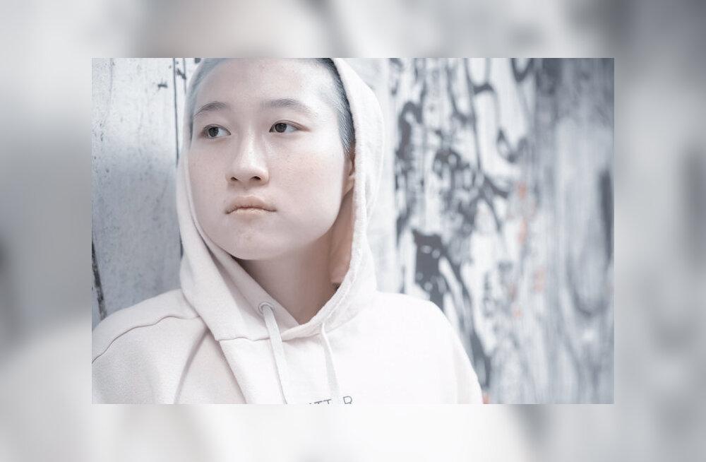 Внебрачная дочь Джеки Чана жила на улице из-за отказа семьи принять ее девушку