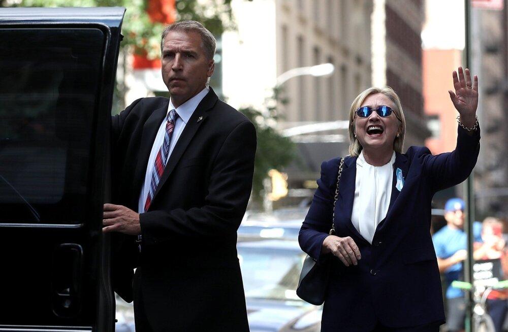 Pärast paaritunnist puhkust tütre kodust väljudes tegi Hillary Clinton säravat nägu ja väitis,et tunneb end suurepäraselt. Õhtul selgus, et tal on kopsupõletik.