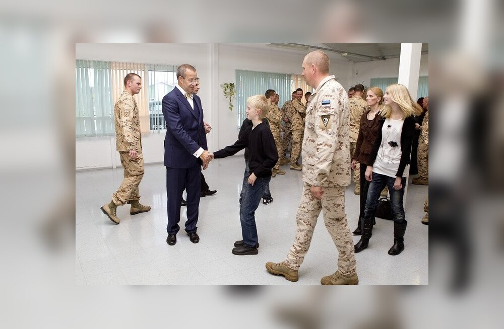 Toomas Hendrik Ilves Paldiskis kaitseväelastega kohtumas
