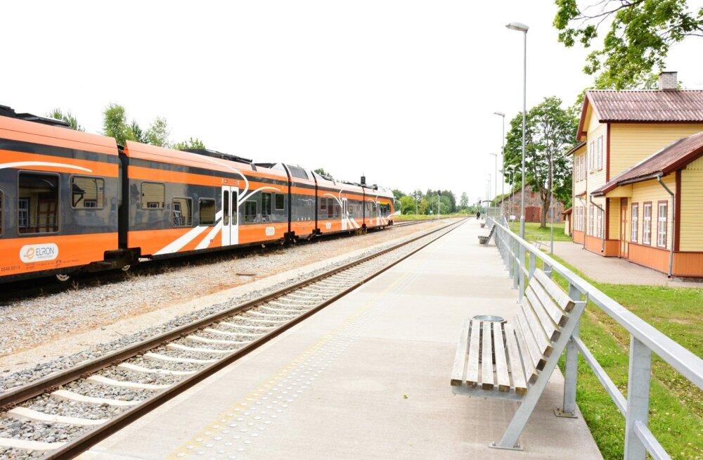 Elroni rong Võhma peatuses