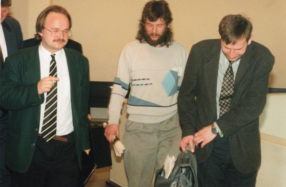 Pärast rublatehingu avalikustamist tuli Tiit Pruulil (vasakul), Agu Kivimäel ja Marek Strandbergil käia pikalt kohtu vahet.