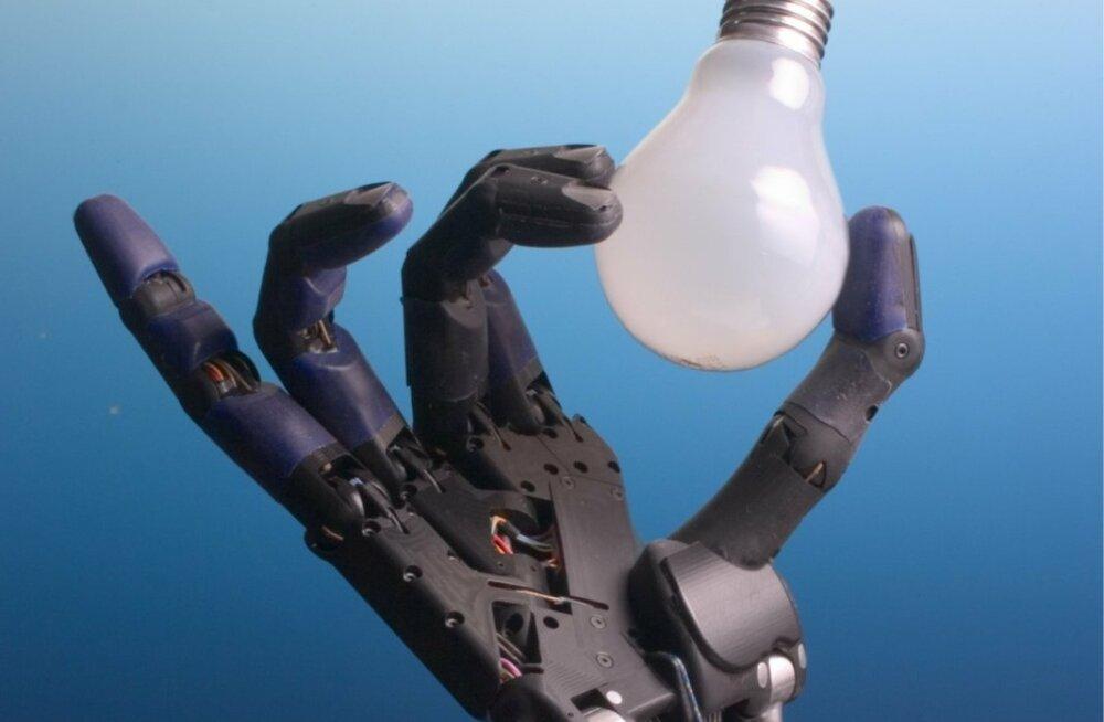 Ühendkuningriigis Londonis tegutsev Shadow Robot Company on välja töötanud suuruse, kuju ja paindlikkuse poolest igati inimkätt meenutava robotkäe Shadow Hand. Eri ülesannete täitmiseks kasutatakse seda tööstuses ja ka NASA-s.