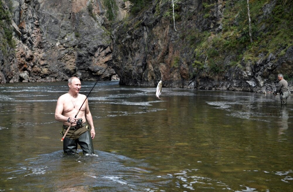 Selgus, miks Putin tihti poolalasti poseerib. Ta ei pea vajalikuks puhkusel olles põõsa taha pugeda.