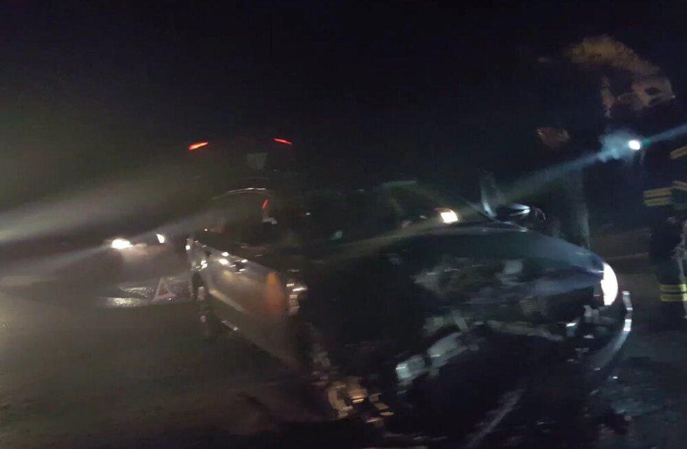 VIDEO | Peterburi teel põrkasid kokku kolm autot