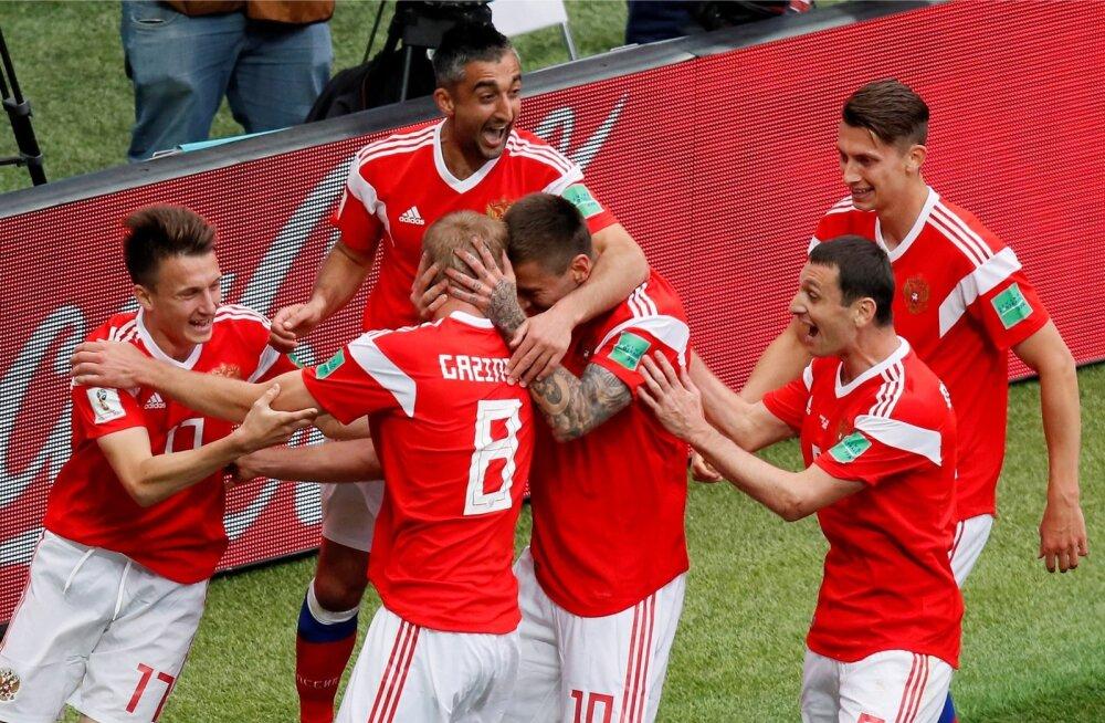 Venemaa jalgpallimeeskond valmistas kohe avamängus MM-i esimese üllatuse.
