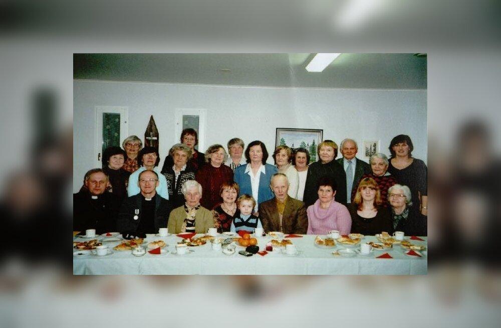 Aegviidu kogudus omistas Ylihärmä kirikuõpetajale EELK Koostöömedali