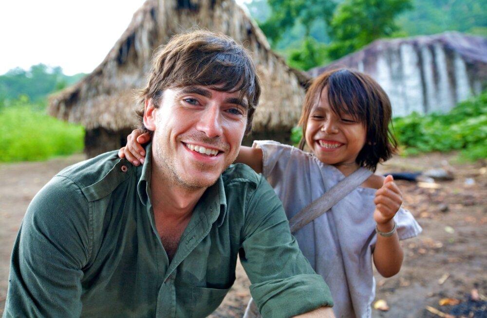 """Kolmeosalises sarjas """"Simon Reeve'iga Kariibi merel"""" saab televaataja osa Kariibi mere saarte eluolust ja eksootilisest loodusest."""