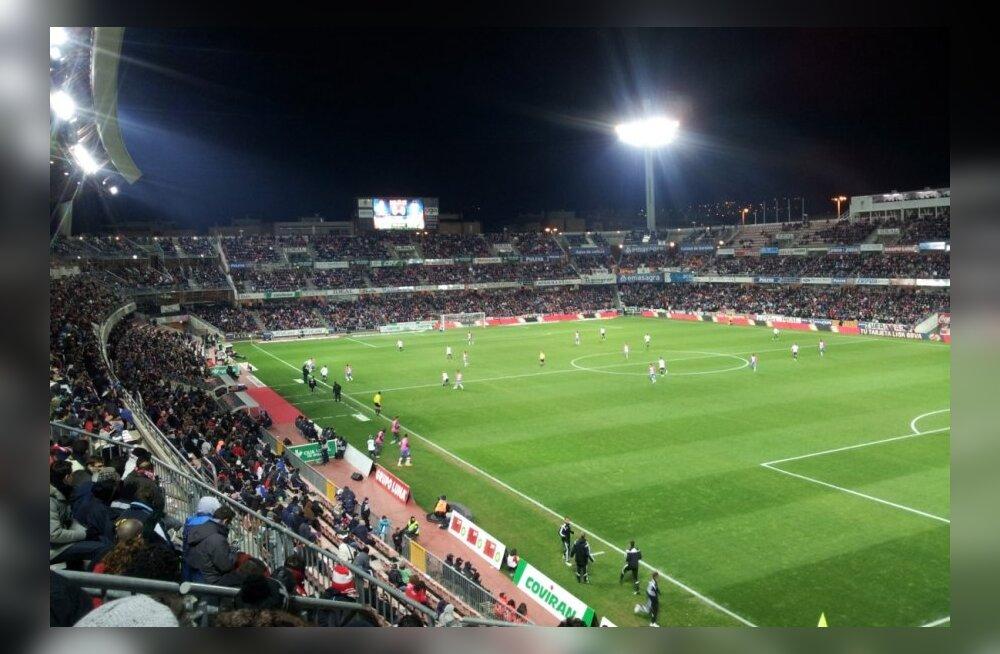 Kohtumine Granada- Valencia 1:1, peaaegu täismaja, 22000 pealtvaatajat.
