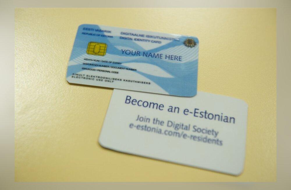 Esimese e-residendi kaardi üleandmine Edward Lucasele