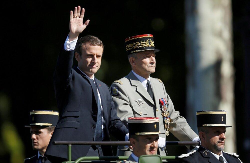 Macron ja de Villiers olid veel mõned päevad tagasi Bastille' päeva paraadil sõbralikult kõrvuti.