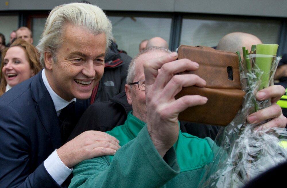 Geert Wilders ei raiska enne valimisi aega. Valimiskampaania käib täie hooga ja laupäeval said temaga koos pilti teha Rotterdami lähedal asuva Spijkenisse elanikud.