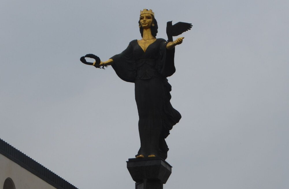 "ФОТО читателя Delfi: ""Символ Софии"" на месте Ленина"