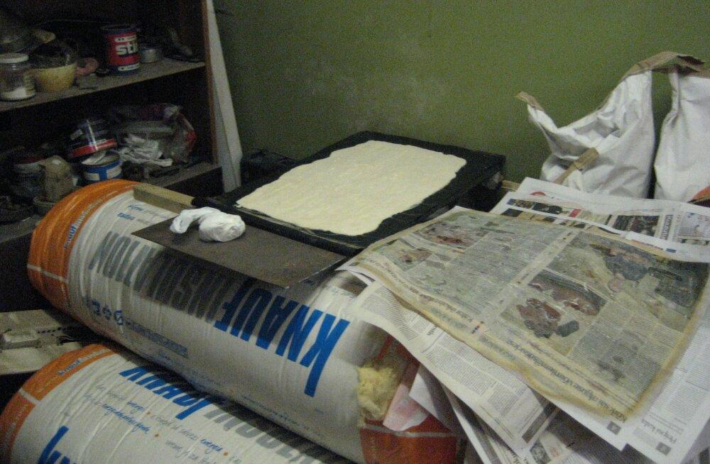 """""""Labor"""", kust politsei konfiskeeris suures koguses fentanüüli. Narkootikumi lahjendamiseks vajalikud ained on kenasti käe-jala juures riiulilt võtta."""