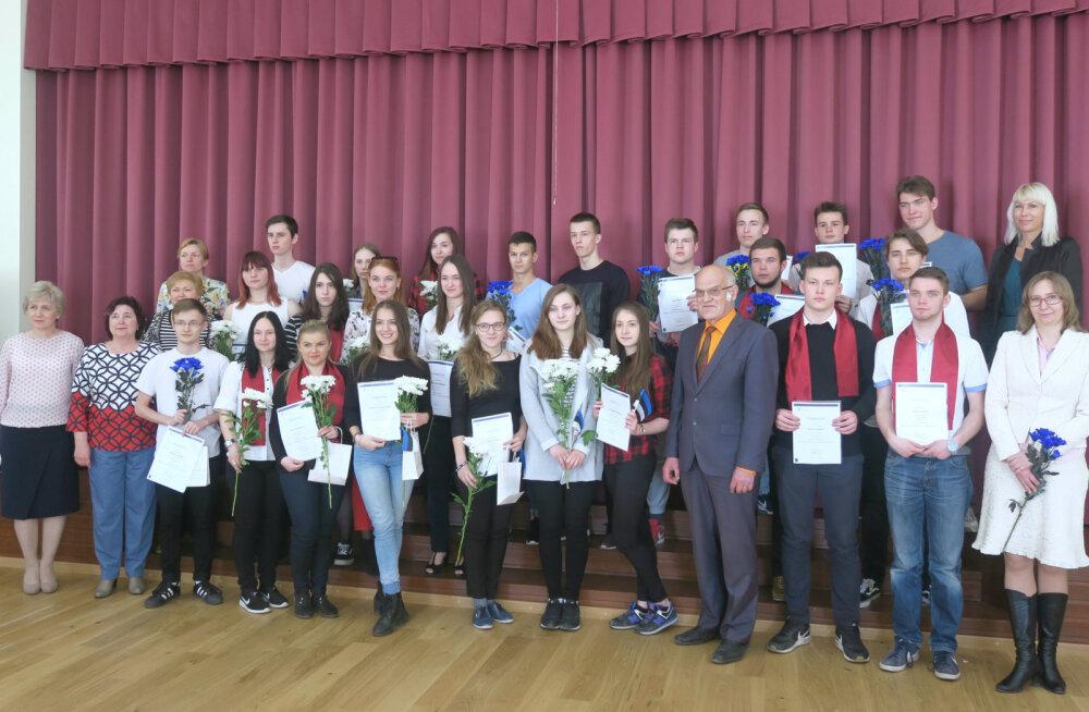 Гимназисты Ида-Вирумаа получили дипломы программы Академии МВД