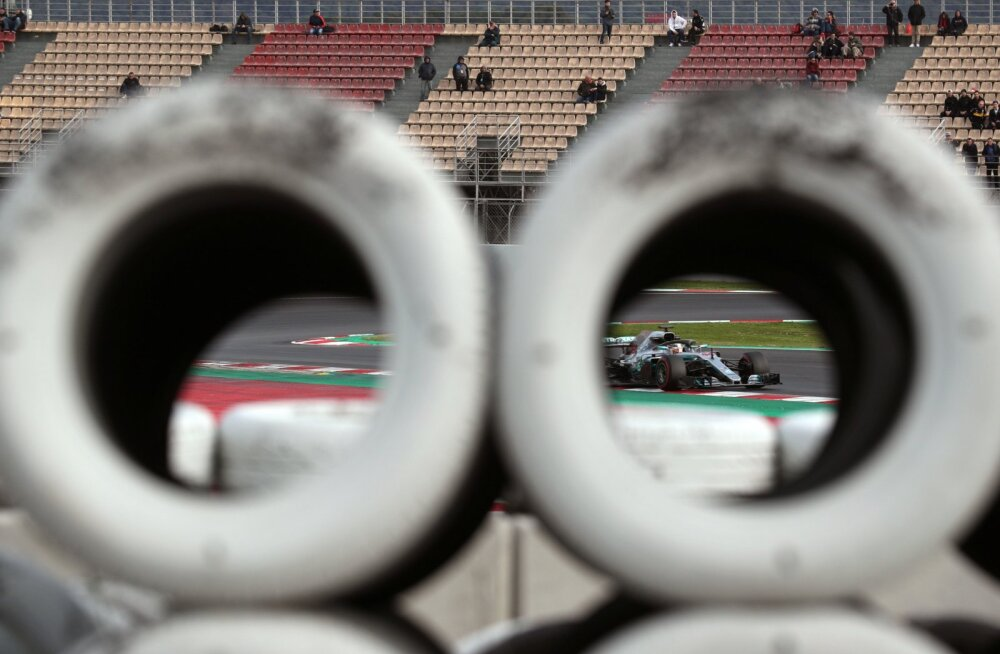 Mercedes mängib konkurentidega pimesikku