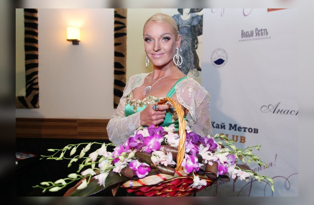 ФОТО: Растолстевшая Анастасия Волочкова опозорилась на модном показе