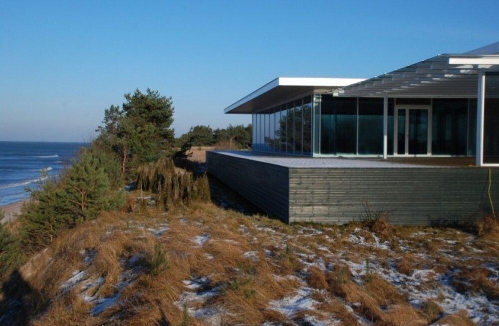 JOKK | Läti ärimees ehitas riigile kuuluvasse mereranda maja ning tõestas kohtus, et see on hoopis laev