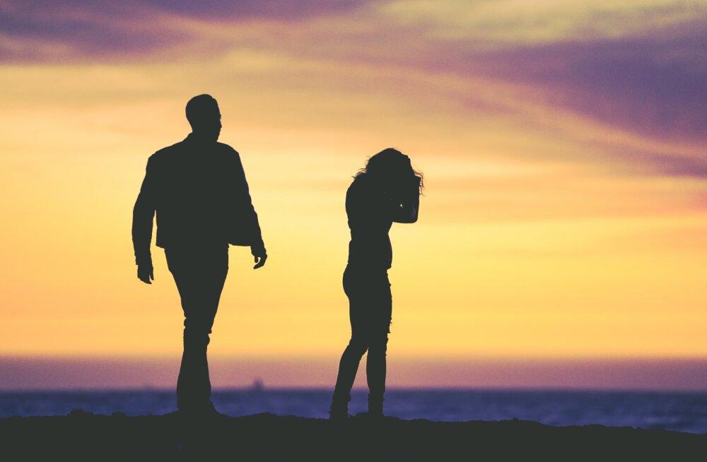 Naine pihib: mu abikaasa on kogu aeg pahas tujus ja väidab, et seda annaks seksiga parandada, aga mina ei taha temaga seksida