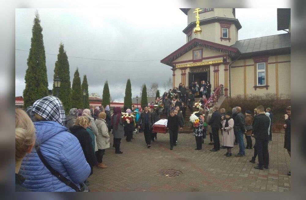 Jelena maeti eile, temast jääb maha kaks last.