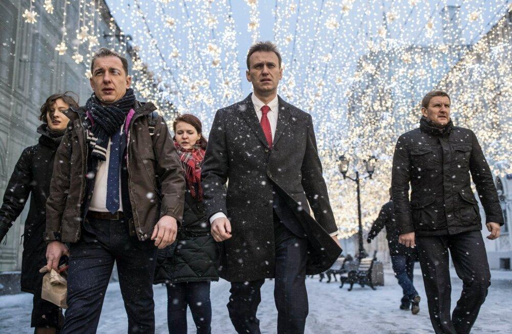 Aleksei Navalnõi käis esmaspäeval koos poolehoidjatega keskvalimiskomisjonis.